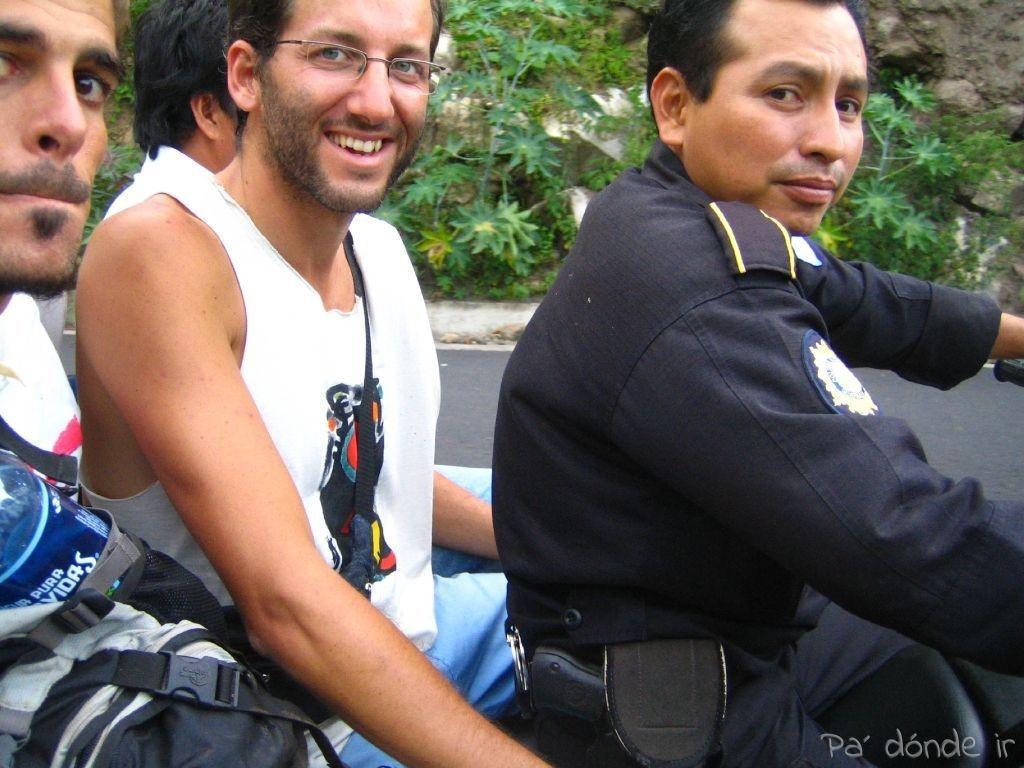 Policía enrollado