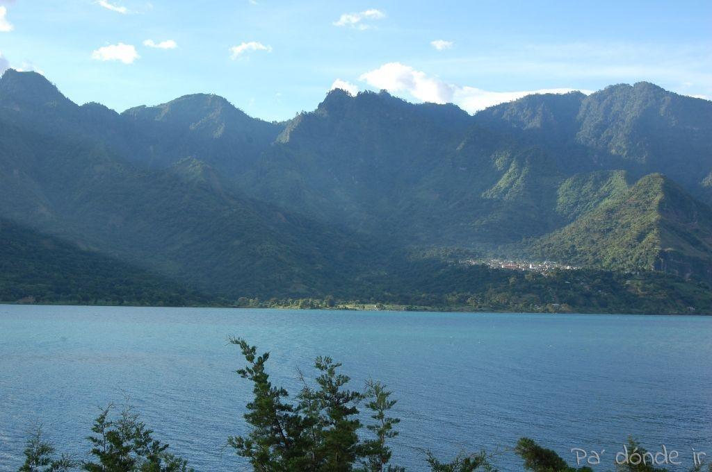 Vista del lago Atitlán desde mi hostal