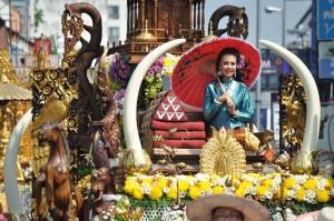 Carroza en el desfile de Las Flores