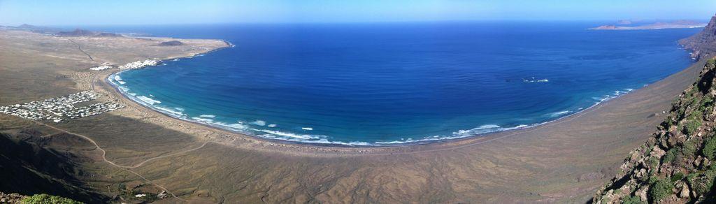 Playa de Famara desde el Risco