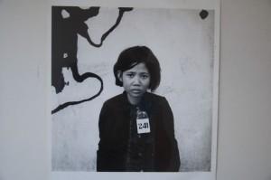 Foto de niña prisionera en el S21