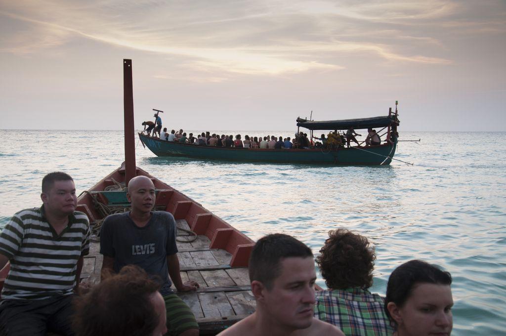 Vuelta de Sok San en barca