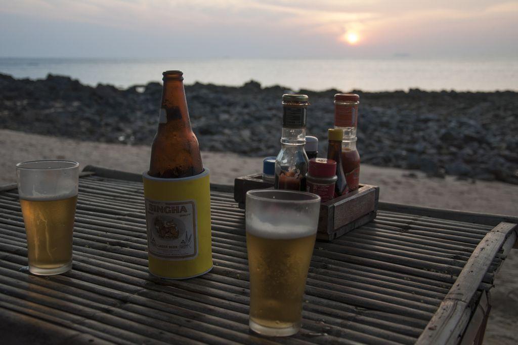 Disfrutando la puesta de sol en Koh Lanta