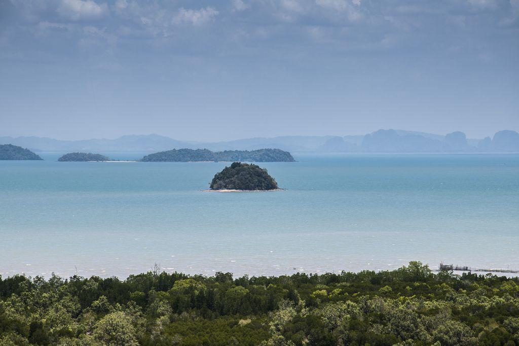 Vista de los islotes al este de Koh Lanta