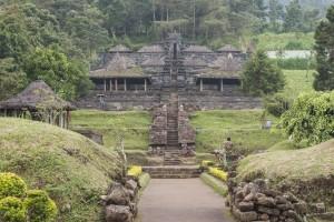 Vista frontal del templo Cetho