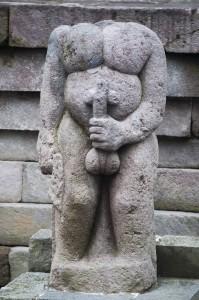 Estatua erótica en Candi Sukuh