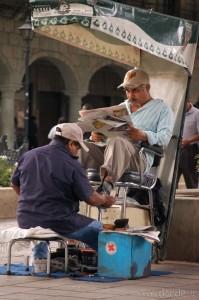 Limpiando zapatos en Oaxaca